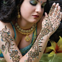 What are henna designs?